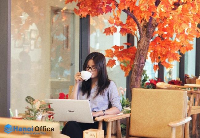 Chỗ ngồi làm việc cực chill với mô hình văn phòng kết hợp quán cà phê